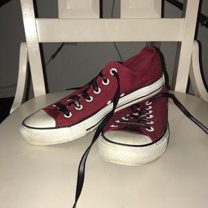 68cb36120cdd73 Red and white converse